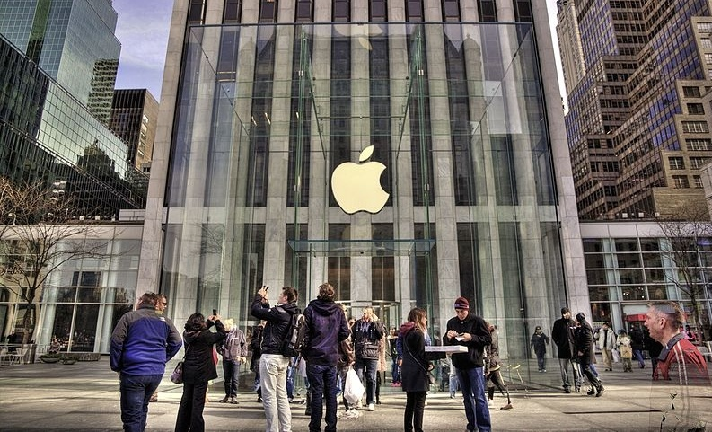Fifth_Avenue_Apple_Store_-_panoramio-830881-edited