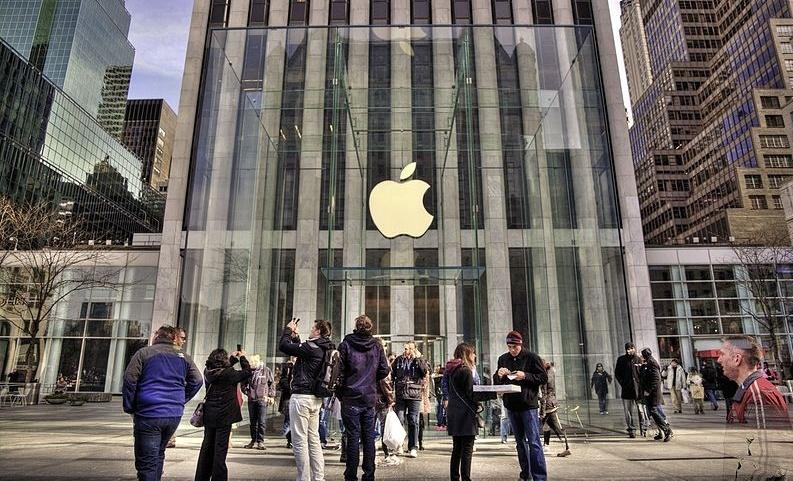 Fifth_Avenue_Apple_Store_-_panoramio-830881-edited